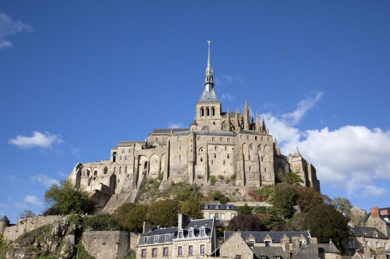 Le Mont Saint-Michel, en Normandie, et son abbaye